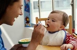 Bayi makan