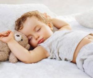 anak bayi tidur lucu