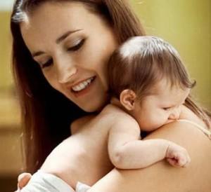 Menggendong bayi 2 bulan