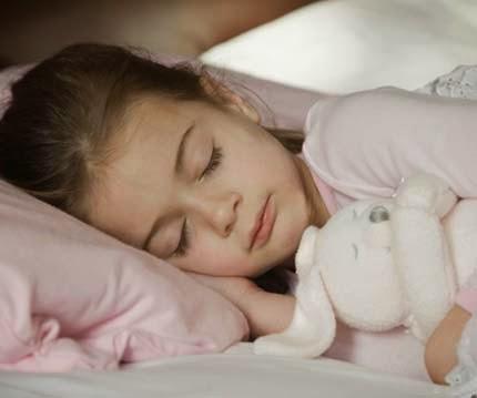 Anak berani tidur sendirian