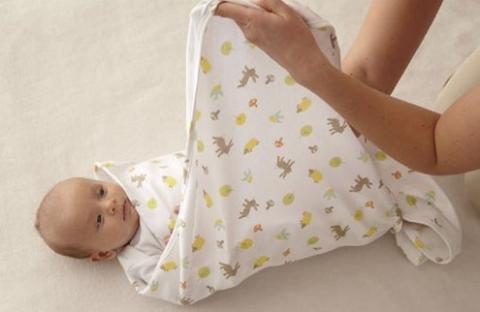 cara membedong bayi