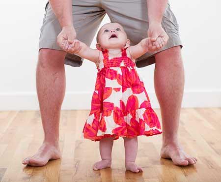 Kapan bayi bisa berjalan