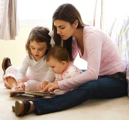 8 tips memilih baby sitter terbaik untuk si kecil