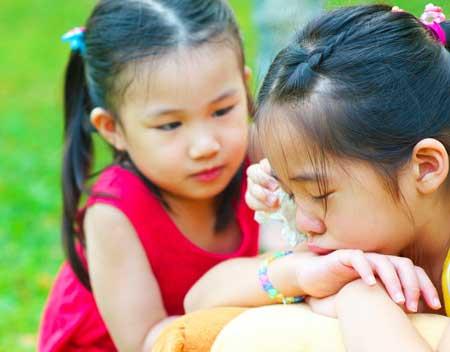 Cara mengajarkan anak untuk meminta maaf