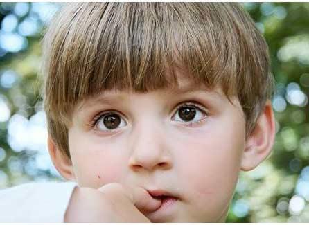 5 tips hentikan kebiasaan anak menggigiti kuku