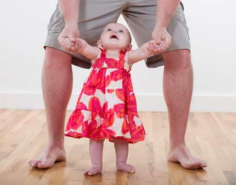 Cara agar anak bayi cepat berjalan secara alami