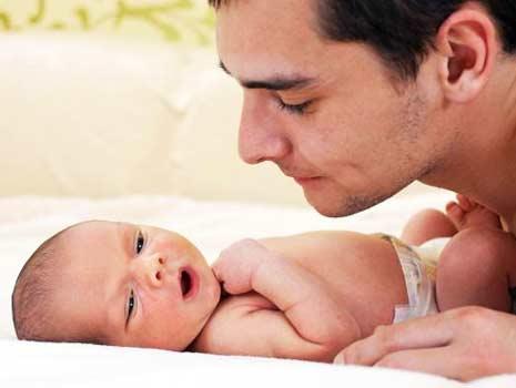 ternyata bayi lebih cerdas jika dekat dengan ayah