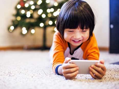 5 tips agar anak lebih cinta buku daripada gadget