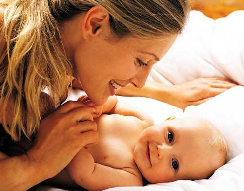 cara berkomunikasi dengan bayi baru lahir