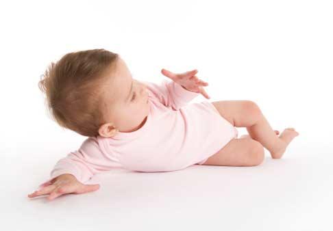 4 cara melatih bayi belajar tengkurap